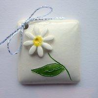 3D daisy tile tag 4cm sq