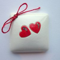Twin red hearts tile tag 4cm sq